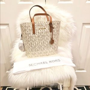 Michael Kors North South Handbag 🌟